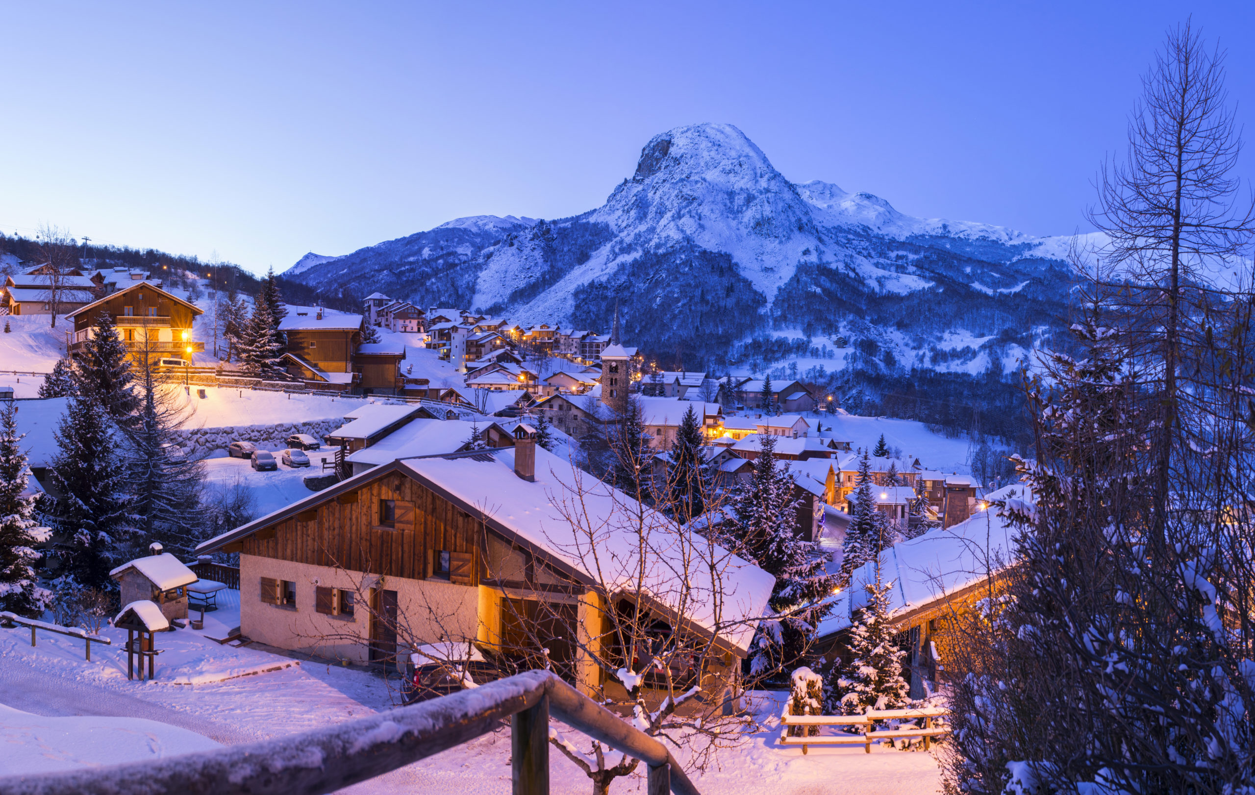 Savoie (73) Saint Martin de Belleville, ski dans les trois vallées, le village au crépuscule  // France, Savoie (73 ) saint Martin of Belleville, ski in three valleys, village in the twilight