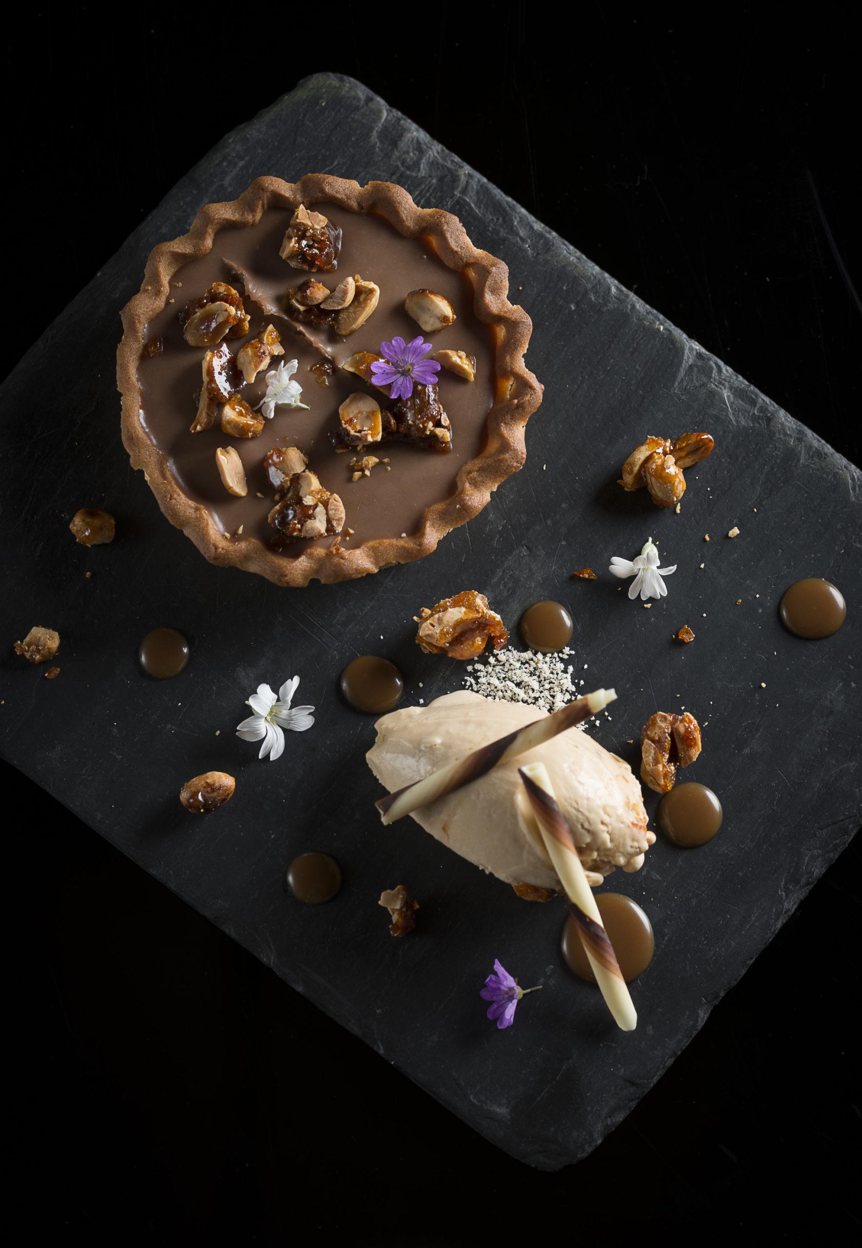 Tartelette chocolat au lait, caramel & cacahuètes